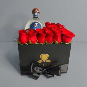 caja-25-rosas-con-notella-7-leguas-750-ml